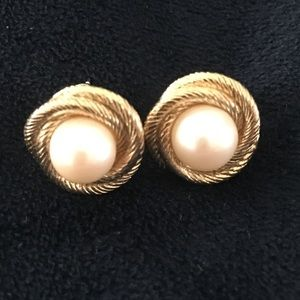 MONET pearl earrings 80s Vintage retro jewelry